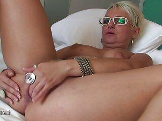 Egy szőke, aranyos, Szemüveges, rózsaszínbe öltözött általában nem a férfi péniszét, majd Maszturbálás kezét phang, az emberek, hogy a közeljövőben egy orgazmus egy ilyen kísértés, mert erotikus film online megérintette a seggét és a seggét.